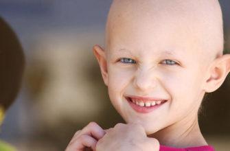 Юная девочка борется с лейкемией