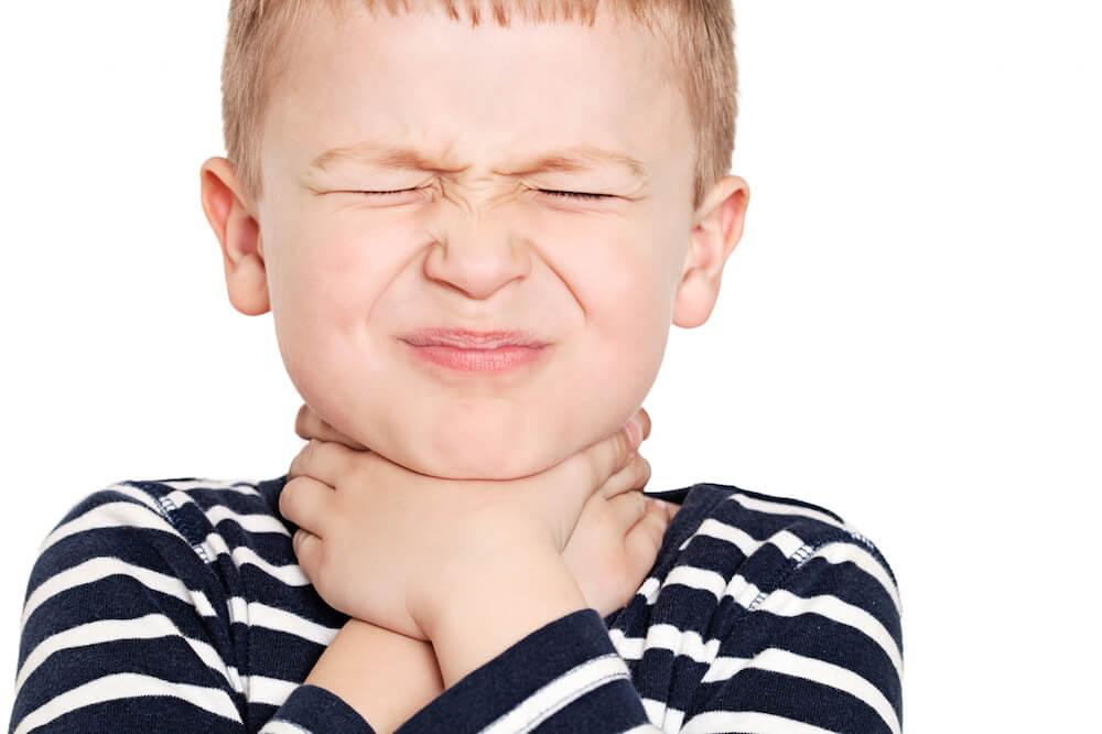 Как лечить горло если больно глотать у ребенка